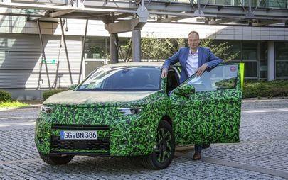Videón mutatja meg Michael Lohscheller vezérigazgató az új Opel Mokkát