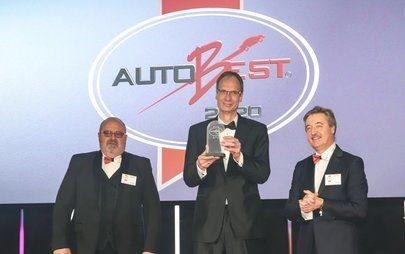 Az új Opel Corsa és az Opel főnöke, Lohscheller kapott nemzetközi AUTOBEST kitüntetést