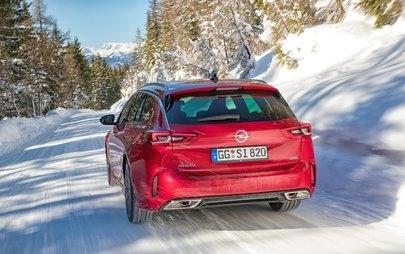 Csúcstechnikájú összkerékhajtásával biztonságos és sportos az új Opel Insignia GSi